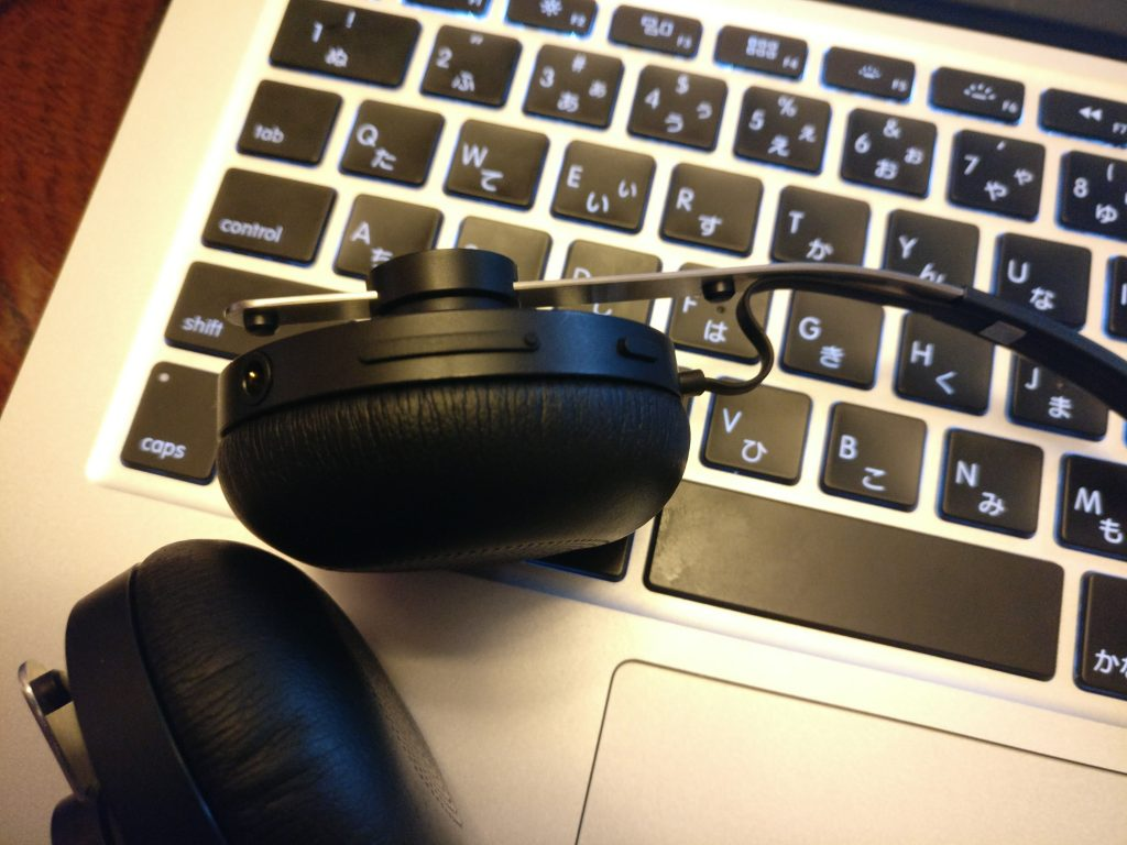 sony-sbh60-headphone-3