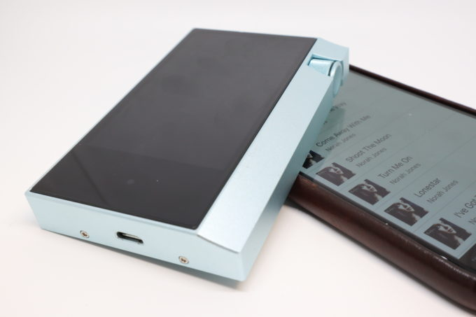 astell-and-kern-ak70-review-3